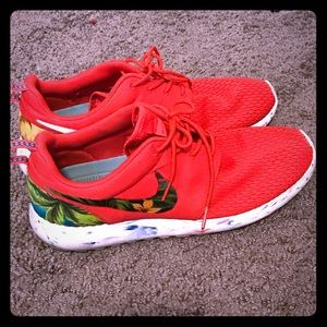 best service cef87 31cbc Nike Roshe Run Floral Print size 9